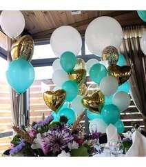 Fərqli rəngdə helium şarları