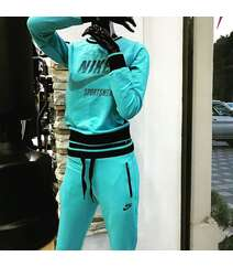 Nike qadın idman geyimi
