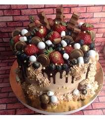 Çiyələkli şkalatlı tort 1kq