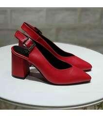 Qırmızı rəng ayaqqabı