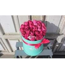 25 hot pink tiffany box
